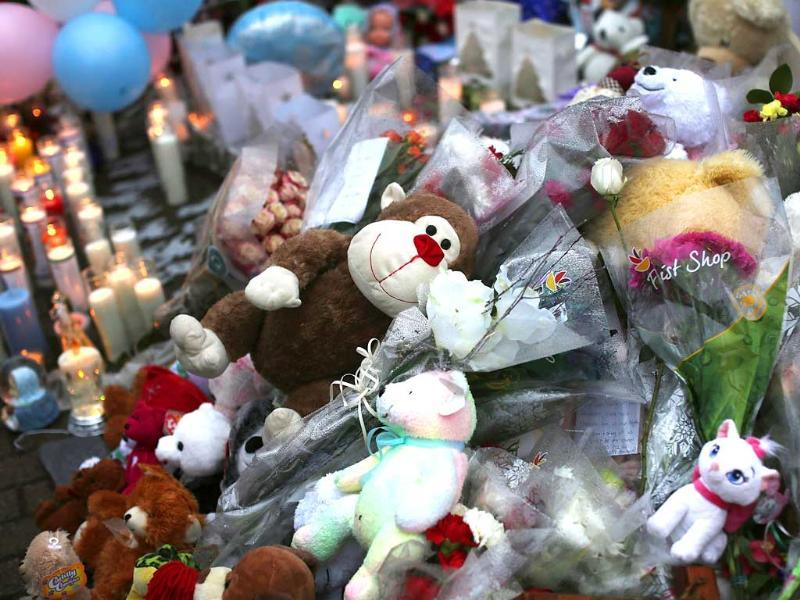 Teddy bears, flowers and candles in memory of those killed, are left at a memorial down the street from the Sandy Hook School in Newtown, Connecticut. AFP Photo