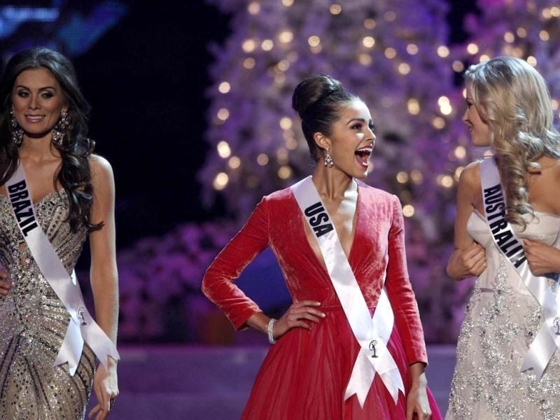 Miss USA Olivia Culpo talks with Miss Australia Renae Ayris while Miss Brazil Gabriela Markus looks on, during the Miss Universe pageant. (Reuters Photo)