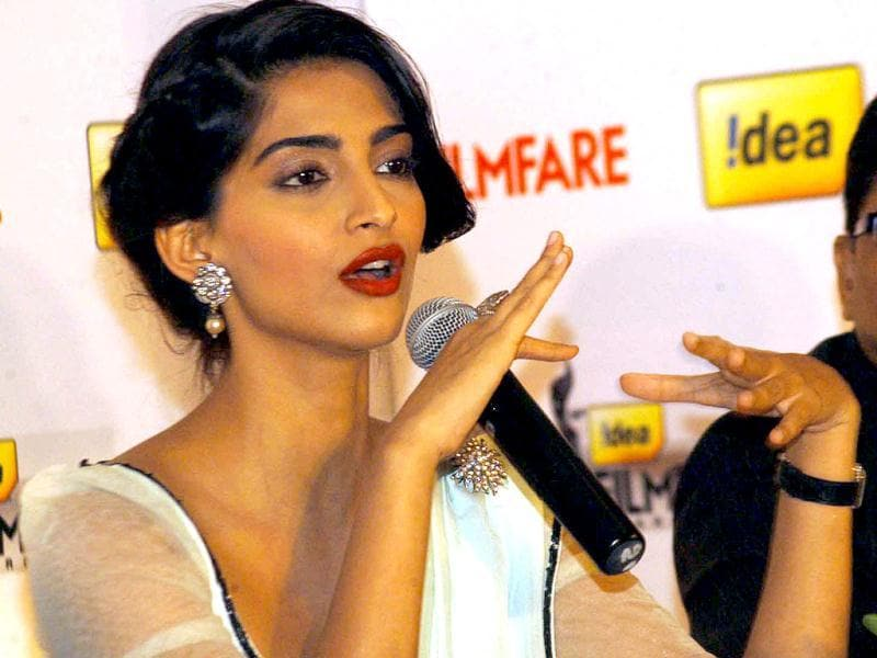 Sonam Kapoor was seen addressing the media at the 58th Idea Filmfare Awards Press Conference in Bangalore on Friday.