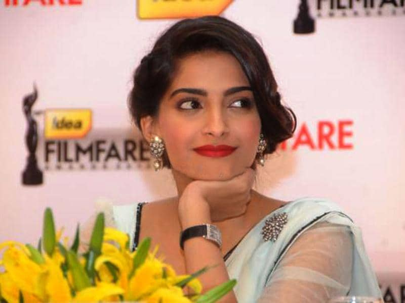 Sonam Kapoor looked absolutely radiant and graceful as she attended the 58th Idea Filmfare Awards Press Conference in Bangalore. Take a look.