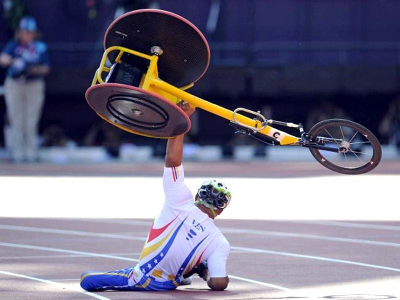 Venezuela's Jesus Aguilar raises his wheelchair after crashing just before the finish line during the men's 800m T53 round 1 during the athletics competition at the London 2012 Paralympic Games in the Olympic Stadium in east London on September 4, 2012. AFP Photo