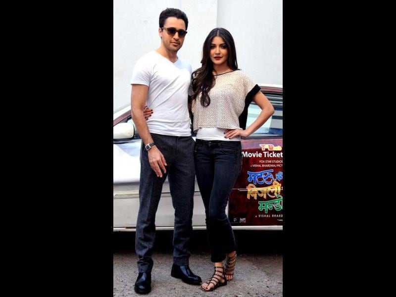 Imran Khan (L) and Anushka Sharma look immaculately stylish as they pose during a promotional event for their forthcoming film Matru Ki Bijlee Ka Mandola in Mumbai.