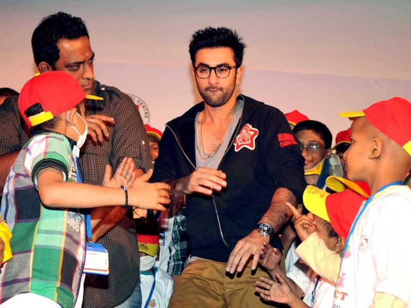 Bollywood actor Ranbir Kapoor (C) takes part in a Christmas performance for cancer affected children at The Tata Memorial Hospital in Mumbai on December 25, 2012. AFP PHOTO