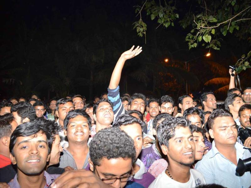 Hundreds of Salman Khan's fans gathered outisde his apartment on Wednesday night.