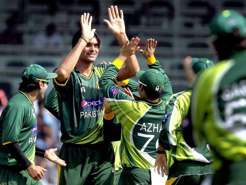 Pakistan bowler Mohammad Irfan celebrates along with teammates after dismissing Gautam Gambhir during the 1st ODI match in Chennai. PTI/R Senthil Kumar