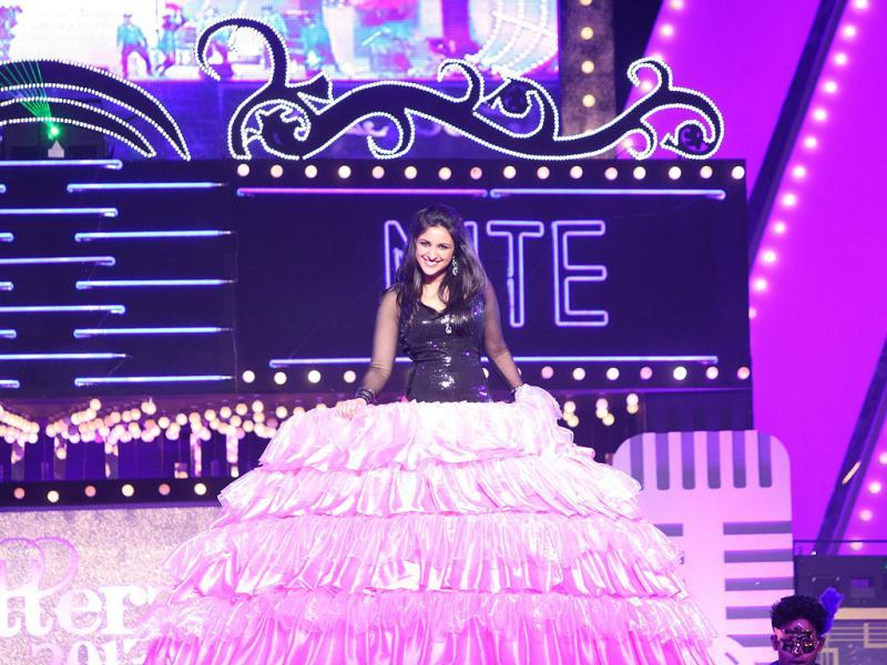Parineeti Chopra looks like barbie doll as she performs at the Glitterati 2013 at Aamby Valley City.
