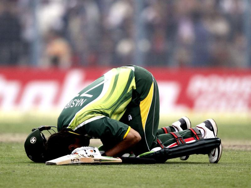 Pakistan's Nasir Jamshed kneels in prayer after hitting a century at the Eden Gardens during the second ODI against India. HT/Subhankar Chakraborty
