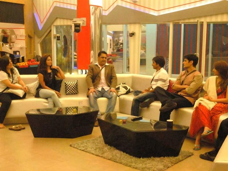 Numerologist Sanjay Jumani visited Bigg Boss 6 house. He predicted the future for the inmates, conjecturing that a woman is most likely to win the show this season.