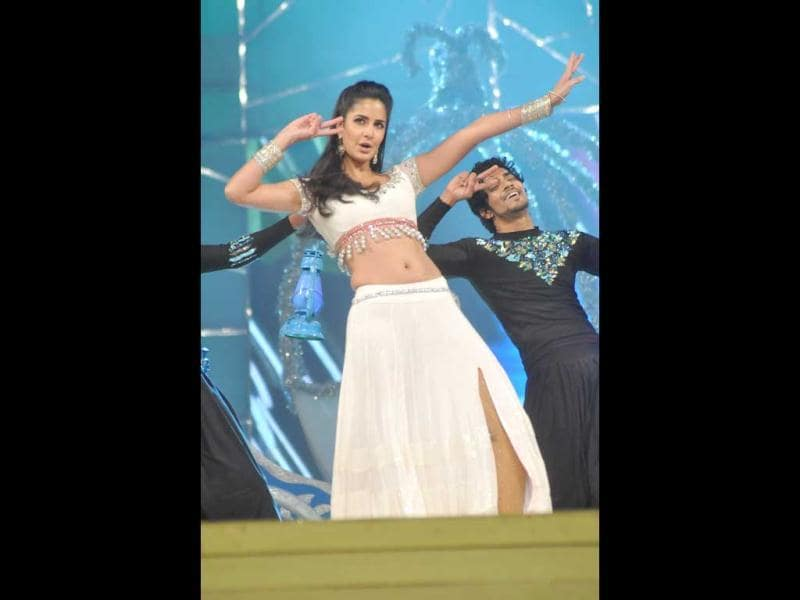 Katrina Kaif performs at Umang 2013.