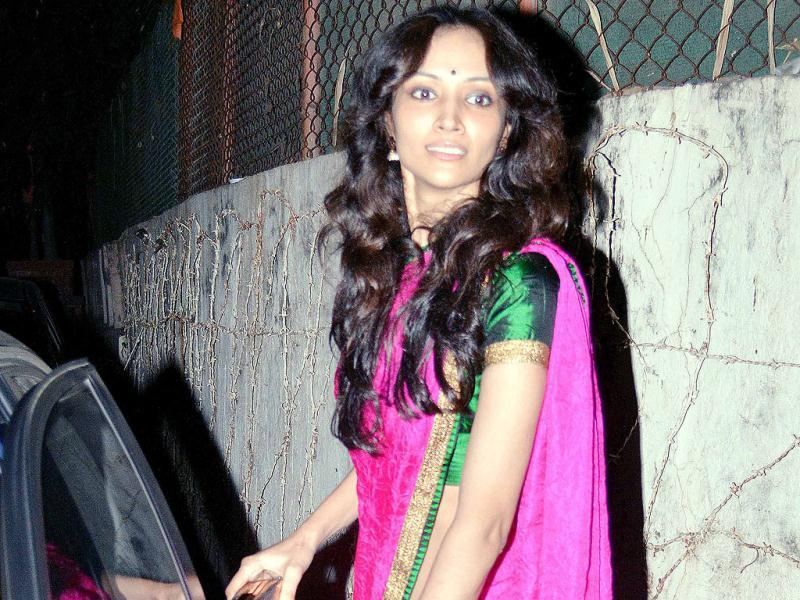 Dipannita Sharma looked gorgeous in a bright fuschia, green and blue sari!