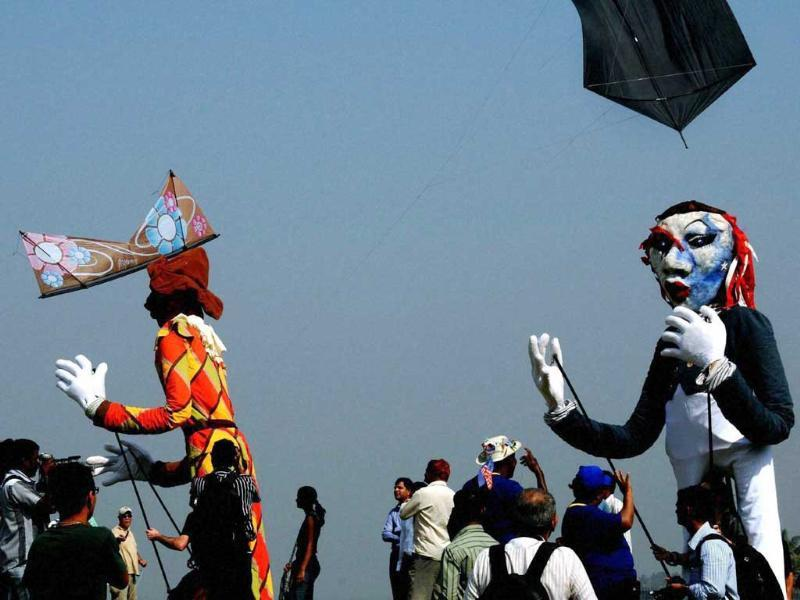 Participants at the International Kite Festival during the vibrant Gujarat Summit in south Mumbai. PTI