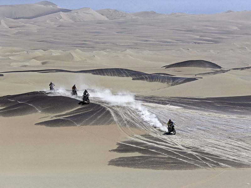 Motorcyclists compete during the 3rd stage of the Dakar Rally 2013 from Pisco to Nazca. Reuters photo
