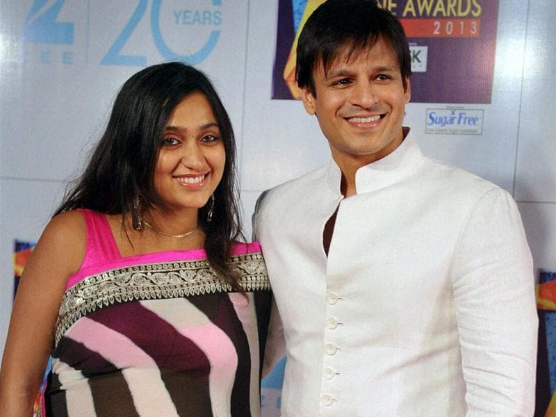 Bollywood actor Vivek Oberoi with wife Priyanka Alva at the Zee Cine Awards 2013 on Sunday. (PTI Photo)