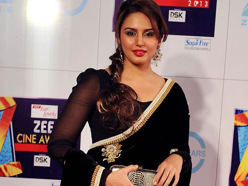 Bollywood actress Huma Qureshi attends the Zee Cine Awards 2013 ceremony in Mumbai. Huma Quereshi made her mark in Bollywood with Gangs of Wasseypur. (AFP PHOTO)