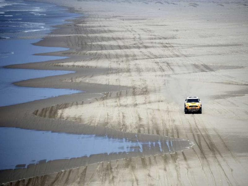 Spain's Joan 'Nani' Roma and co-pilot France's Michel Perin compete with their Mini during the 4th stage of the Dakar Rally 2013 from Nazca to Arequipa. Reuters photo