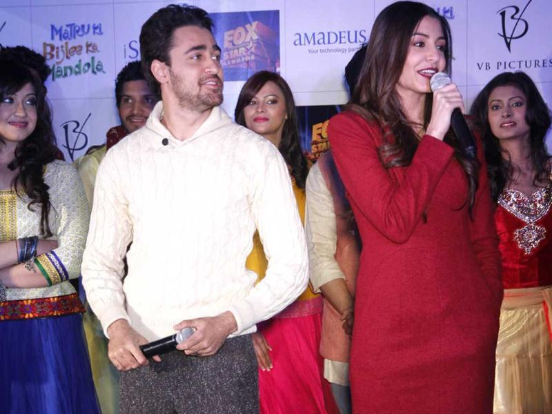 Imran Khan and Anushka Sharma during the promotional event of upcoming new movie Matru Ki Bijlee Ka Mandola in Ambience mall in Gurgaon on Tuesday, January 08, 2012. (Photo by Parveen Kumar/HT)