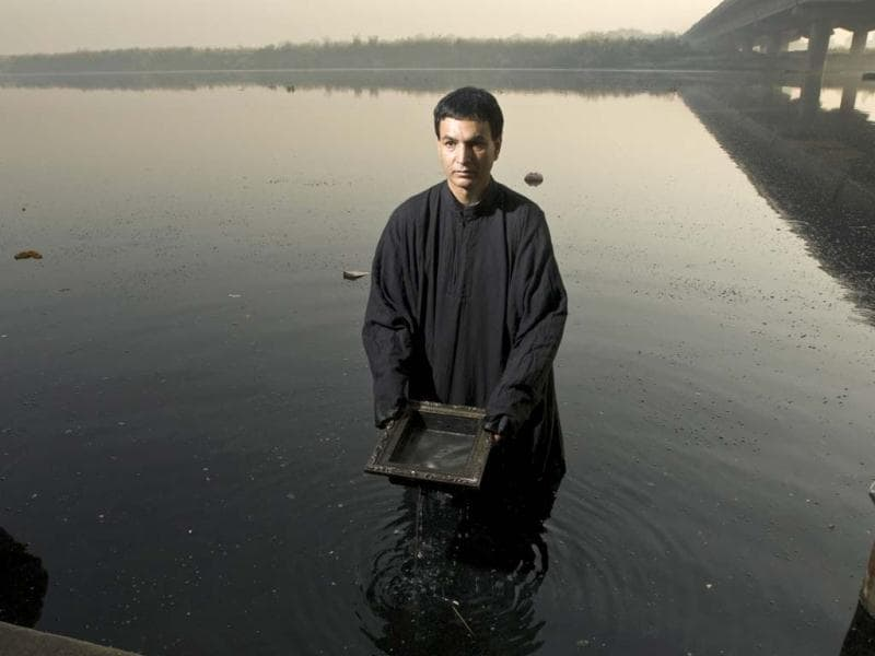 Performance artist Inder Salim at the Yamuna. (Photo/Harikrishna Katragadda)