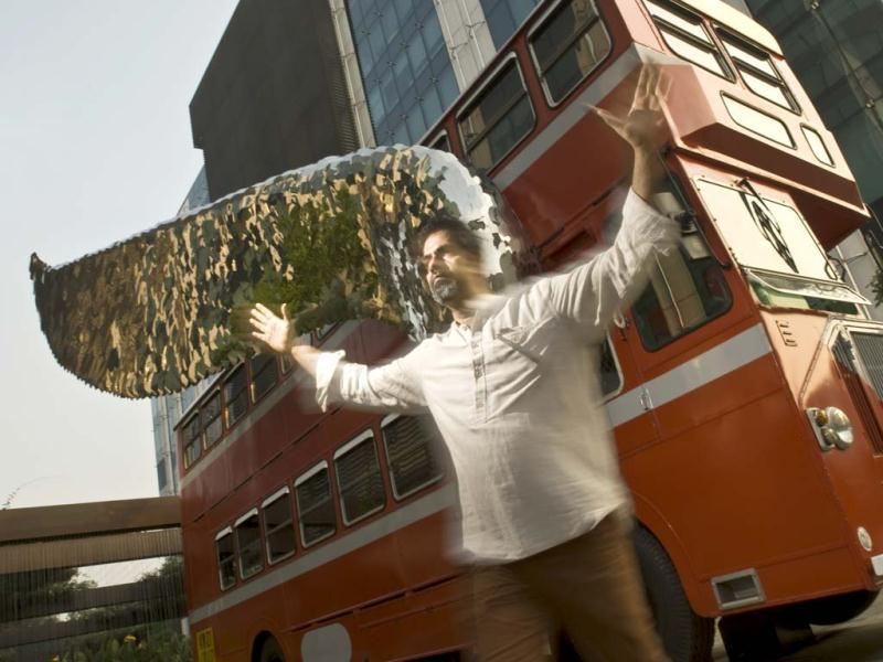 Sculptor Sudarshan Shetty in front of his Flying Bus in Mumbai. (Photo/Harikrishna Katragadda)