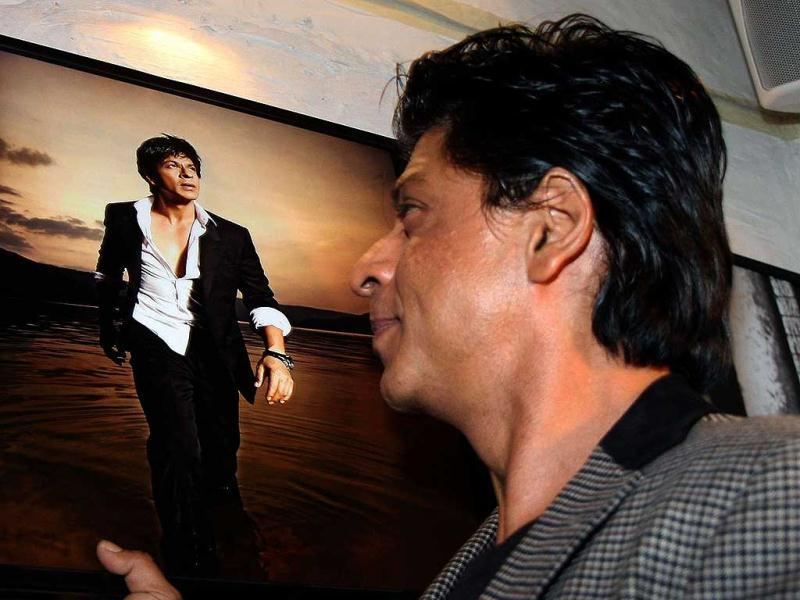 Shah Rukh admiring himself in the Daboo Ratnani calendar pic.