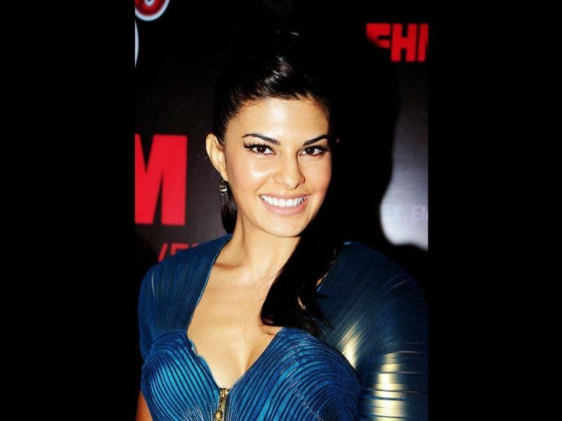 Jacqueline Fernandes poses with a happy face during the launch of SOL Beer in Mumbai. (AFP PHOTO)