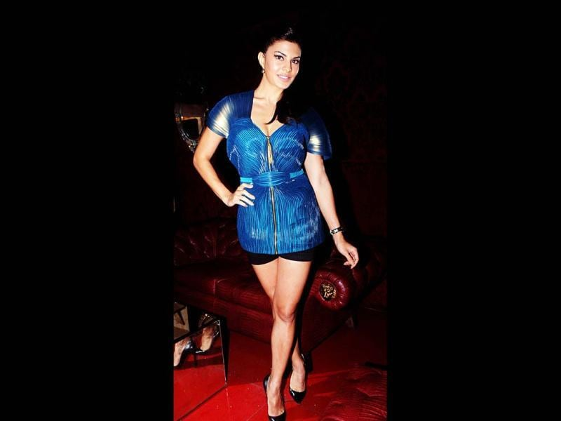 Jacqueline Fernandes at the launch of SOL Beer in Mumbai on January 9, 2013. (AFP PHOTO)