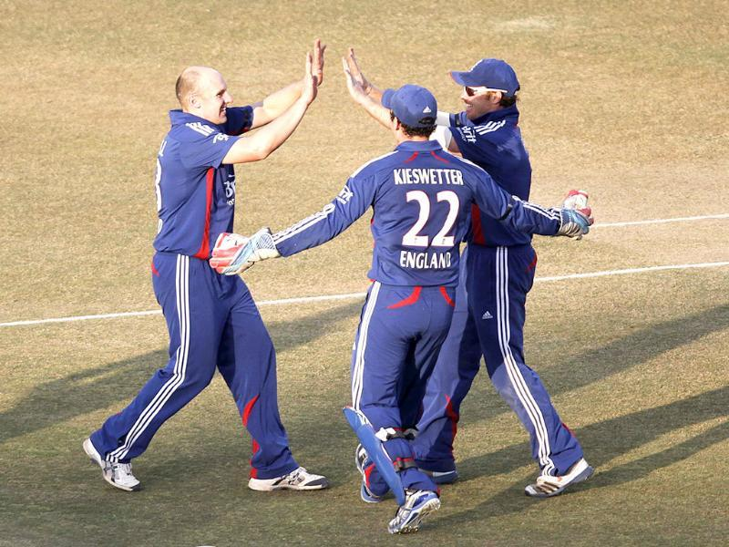 England players celebrate after Gautam Gambhir was dismissed by James Tredwell during 1st ODI at Saurashtra Cricket Association Stadium, in Rajkot. HT Photo/Vipin Kumar