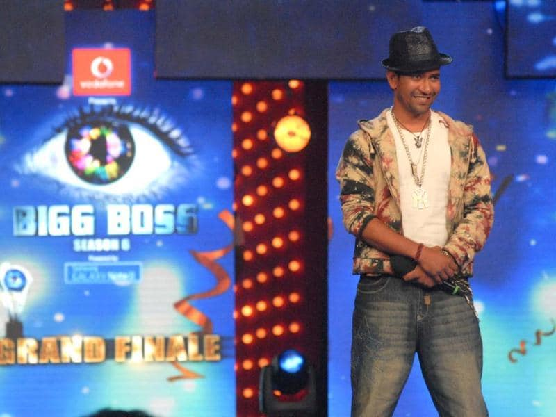 Dinesh Lal Yadav, also known as Nirahua, was one of the popular contestants among Bigg Boss 6 house inmates. He performs at the grand finale celebrations.