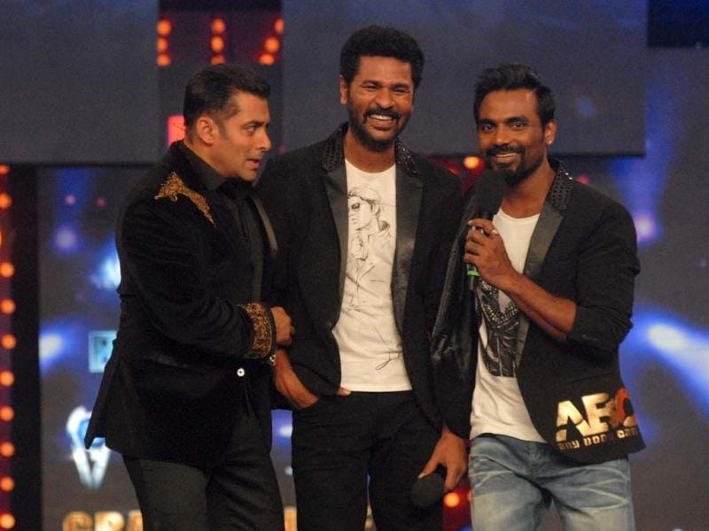 Salman Khan, Prabhu Deva and Remo D'Souza share thye stage during grand finale of Bigg Boss 6.