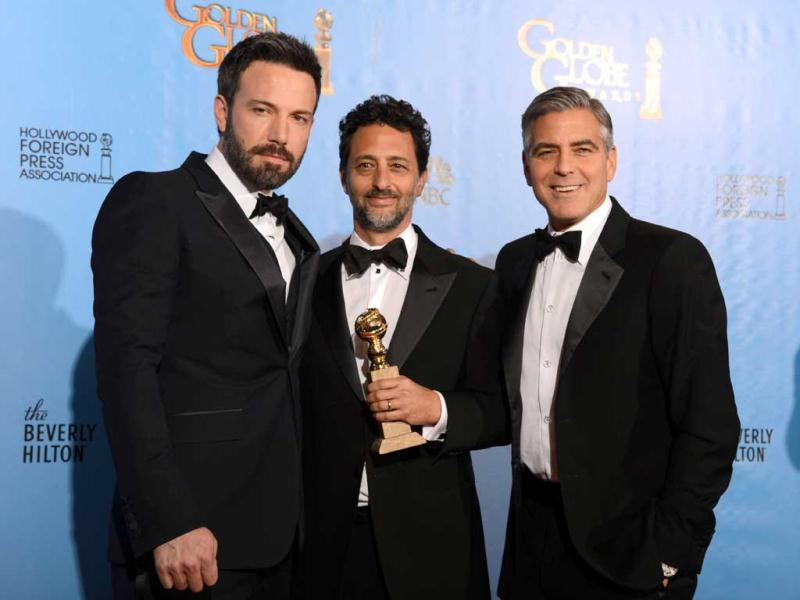 Actor/director Ben Affleck (L) poses with producers Grant Heslov (C) and George Clooney with the award for best motion picture drama for Argo at the Golden Globes awards ceremony in Beverly Hills.  (AFP PHOTO)