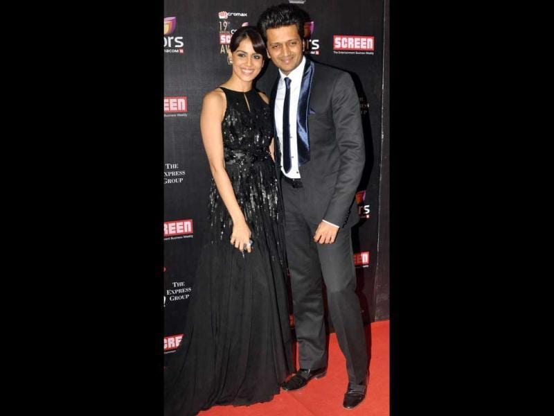 Genelia D'Souza and hubby Riteish Deshmukh pose together! Genelia looks lovely in a black gown at the Screen Awards. (AFP Photo)