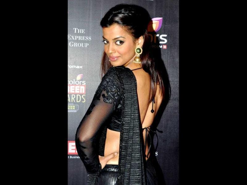 Mugdha Godse again spotted in black! The hottie strikes a pose in a black sari as she shows off a very sexy back! (AFP Photo)