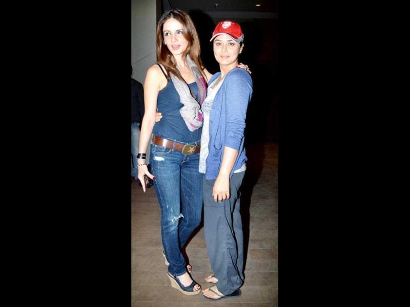 Even the otherwise dressed up Sussanne Roshan was seen in regular hanging out clothes and Preity Zinta went even a step further! The Ishkq in Paris actress looked like she'd rolled straight out of bed and put on her peak cap reached.