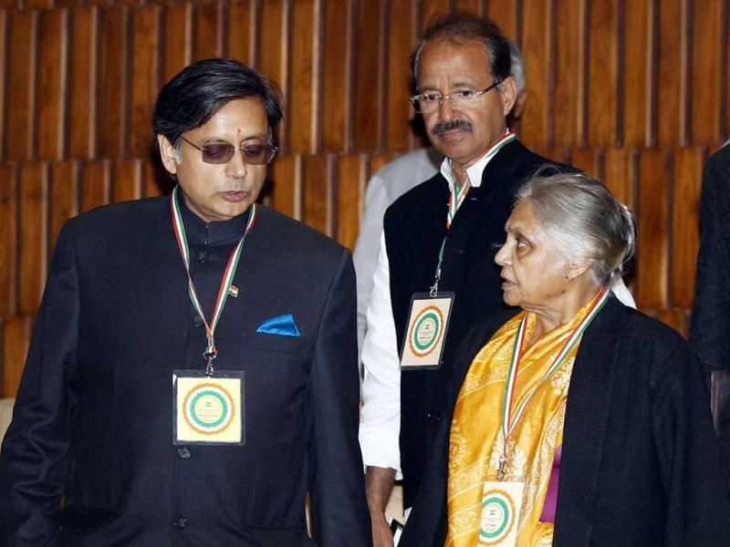 Congress leader Sheila Dikshit and Shashi Tharoor during the 'Chintan Shivir' at Birla Auditorium, in Jaipur. HT Photo