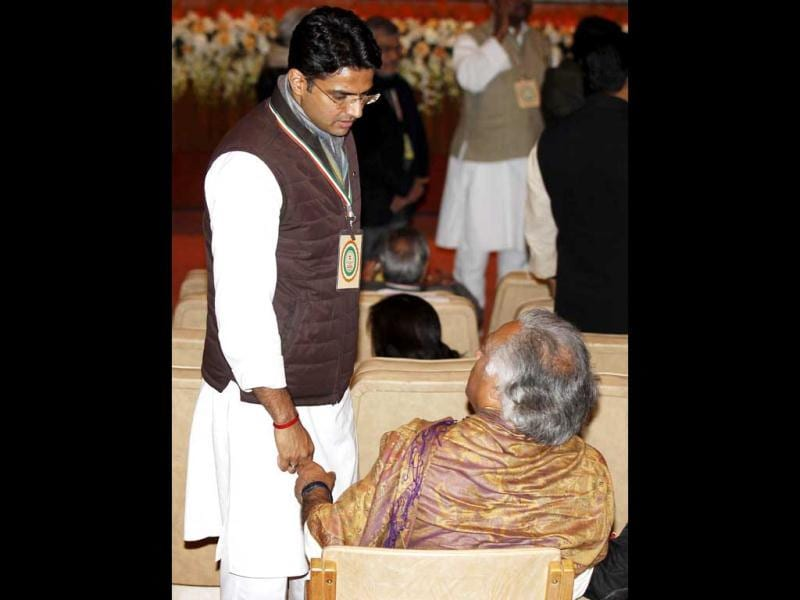 Congress leaders Sachin Pilot and Jairam Ramesh during the 'Chintan Shivir' at Birla Auditorium, in Jaipur. HT Photo