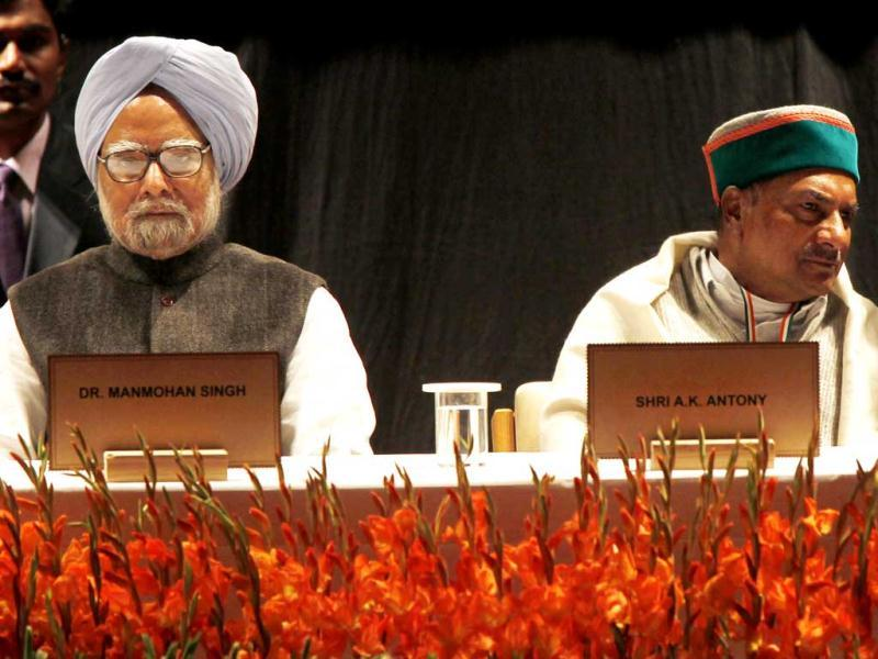 Prime Minister Manmohan Singh, Congress leader Rahul Gandhi and defence minister AK Antony during the 'Chintan Shivir' at Birla Auditorium, in Jaipur. HT Photo