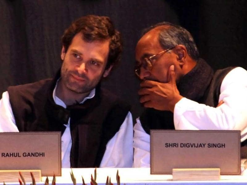 Rahul Gandhi and Digvijay Singh interacting during the Congress Chintan Shivir at Birla Auditorium in Jaipur. UNI photo