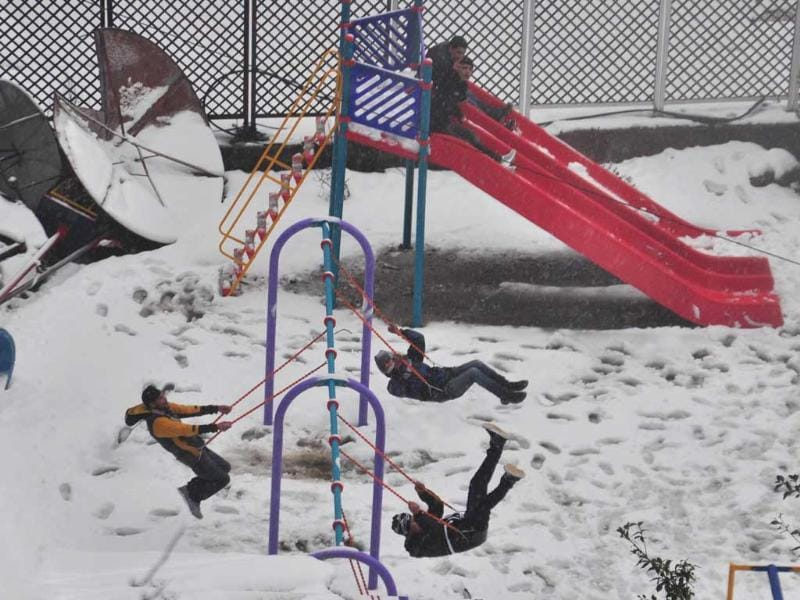 Children playing at Rani Jhansi Park during snowfall in Shimla. HT/Santosh Rawat
