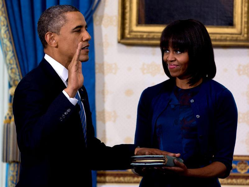 US President Barack Obama takes the oath of office as frst lady Michelle Obama holds a bible during the official swearing-in ceremony at the White House in Washington on January 20, 2013. (REUTERS/Doug Mills/Pool)