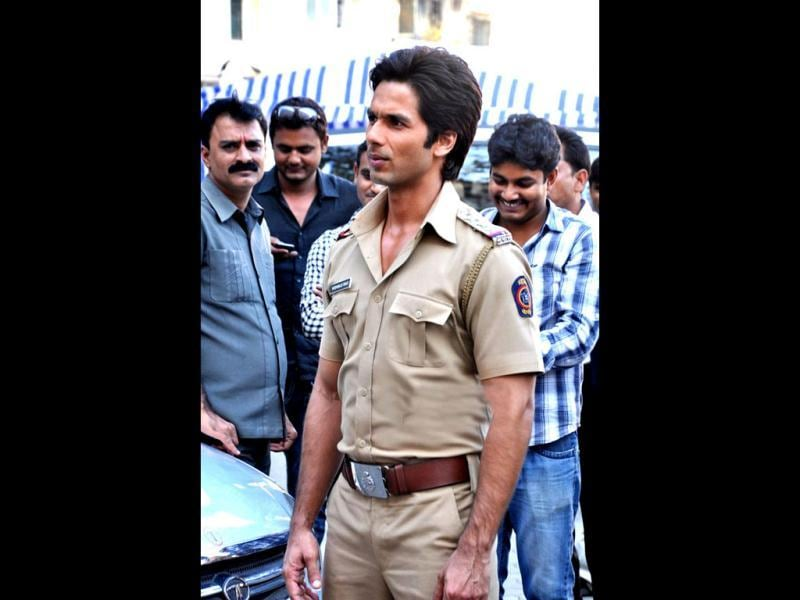 Shahid Kapoor on the sets of Phata Poster Nikla Hero.