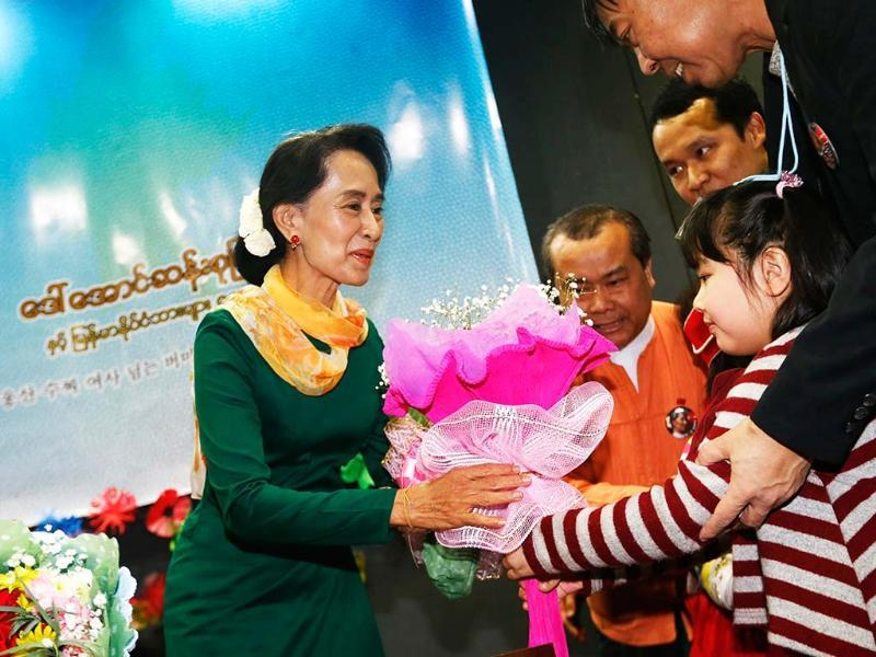 A child from Myanmar presents a bouquet of flowers to visiting Myanmar opposition leader Aung San Suu Kyi before Suu Kyi speaks in a meeting with Myanmar people living in South Korea. Reuters/Lee Jae-Won