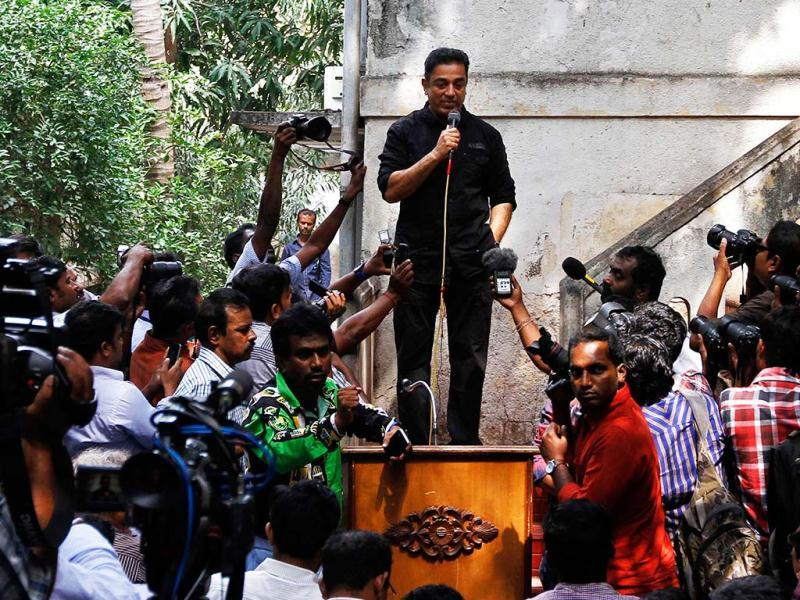 Kamal Haasan speaks with the media at his office premises in Chennai on January 30, 2013. An evidently hurt Haasan had earlier threatened to live in exile outside the southern Indian state of Tamil Nadu, and possibly India, after his film Vishwaroopam was forced out of cinemas by the state government after Muslim groups protested over its alleged depiction of the community in a negative light. (Reuters Photo)
