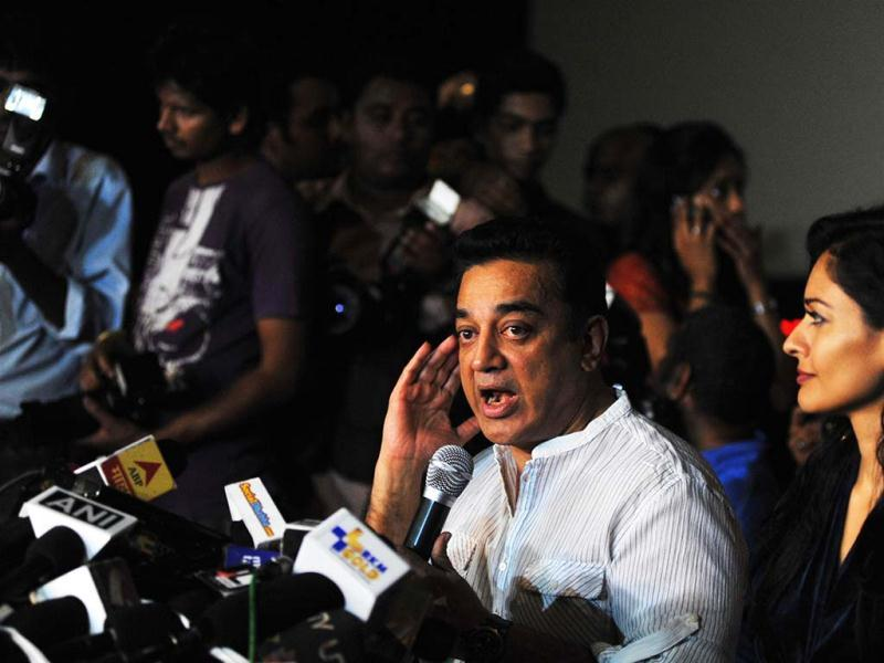 Film actor, producer and director Kamal Haasan (C) addresses a press conference about the controversy regarding his new film Vishwaroopam in Mumbai on January 31, 2013. Spy thriller Vishwaroopam was forced out of cinemas after Muslim groups complained that they were portrayed in a negative light, leading Haasan -- who directed and co-produced the film -- to threaten to go into exile. (AFP PHOTO)
