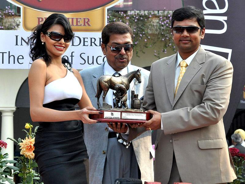 Sherlyn Chopra adds glamour quotient to Dr Vijay Mallya's McDowell Signature Premier Indian Derby at the Mahalaxmi Race Course in Mumbai. Sherlyn also handed over the trophy to the winning jockey and trainer.