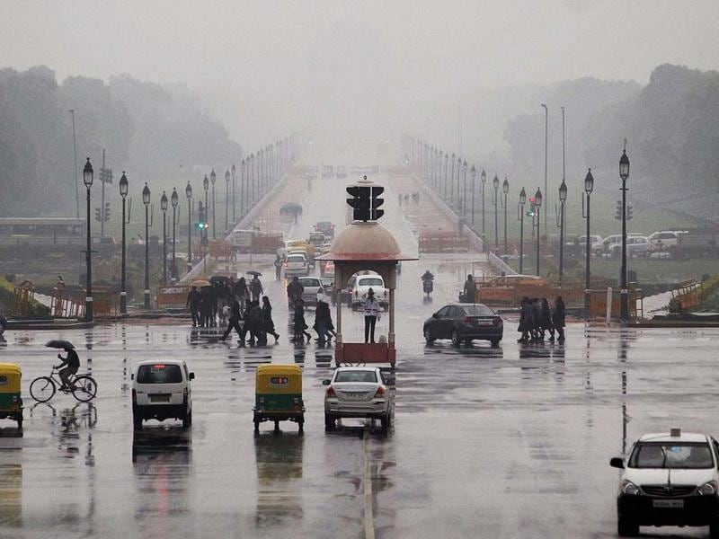 Traffic is seen at Vijay Chowk as it rains in New Delhi. PTI/Shahbaz Khan