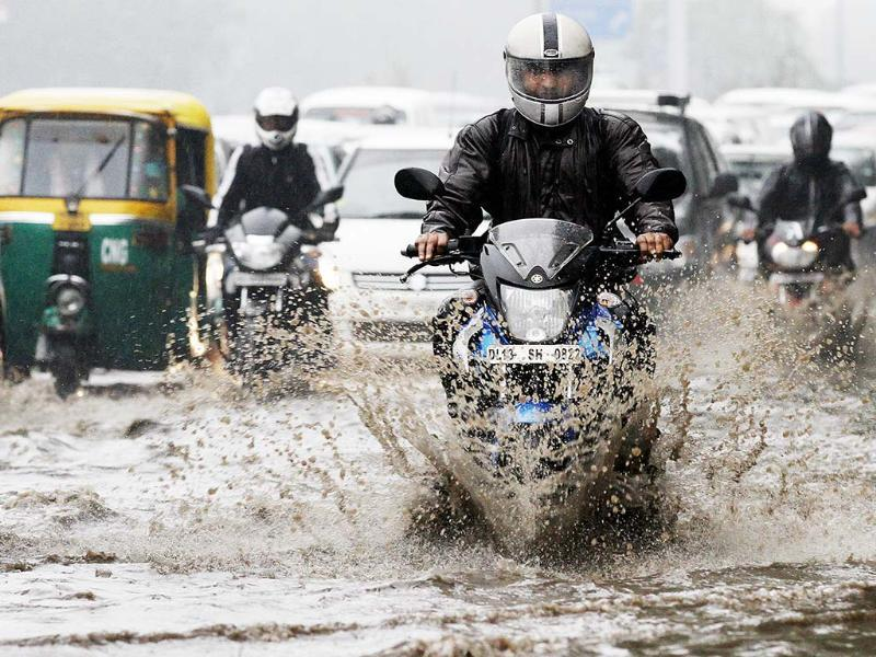 A motorcyclist wades through clogged road in New Delhi after persistant rains lashed the capital. HT/Arvind Yadav