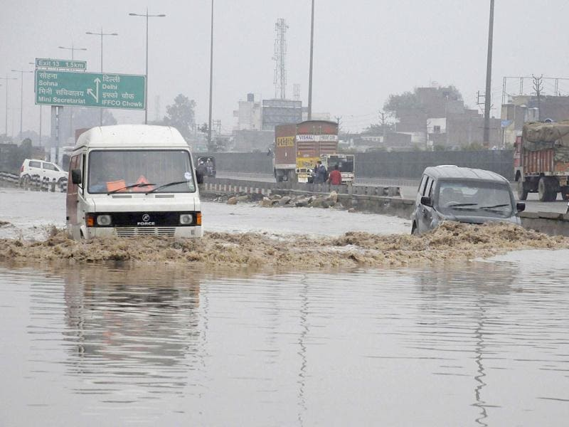 After heavy rains lashed Delhi, water logged at expressway service lane near Anaj Mandi Chowk, in Gurgaon. HT Photo