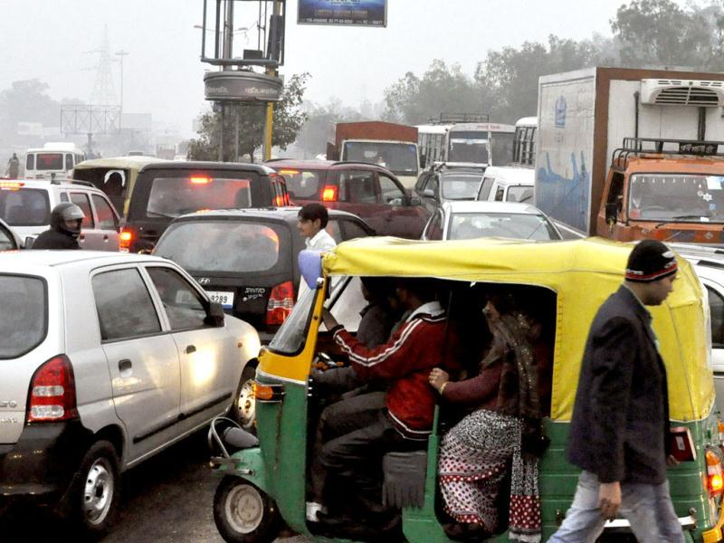 All roads leading from Indirapuram towards NH-24 were jam packed this morning due to heavy rain which led traffic at major intersections, in Ghaziabad. HT Photo
