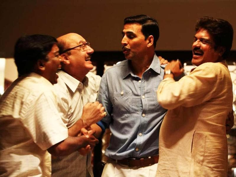 Akshay Kumar and Anupam Kher in a still from the upcoming movie Special Chabbis that releases on February 8. The movie is based on the real-life daring heist where a group posing as CBI officers executed a daylight income tax raid on the Opera House branch of Tribhovandas Bhimji Zaveri in Mumbai.