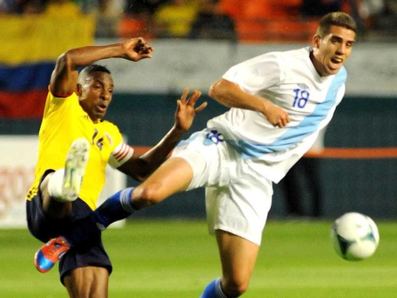 Luis Perea #14 of Colombia (R) vies for the ball against Minor Lopez #18 of Guatemala (L) at Sun Life Stadium on February 6, 2013 in Miami, Florida. AFP