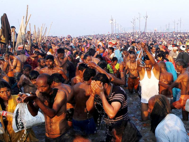Millions of devotees take holy dip at the bank of Sangam confluence on the occasion of Mauni Amawasya in Allahabad. HT Photo/Ajay Aggarwal